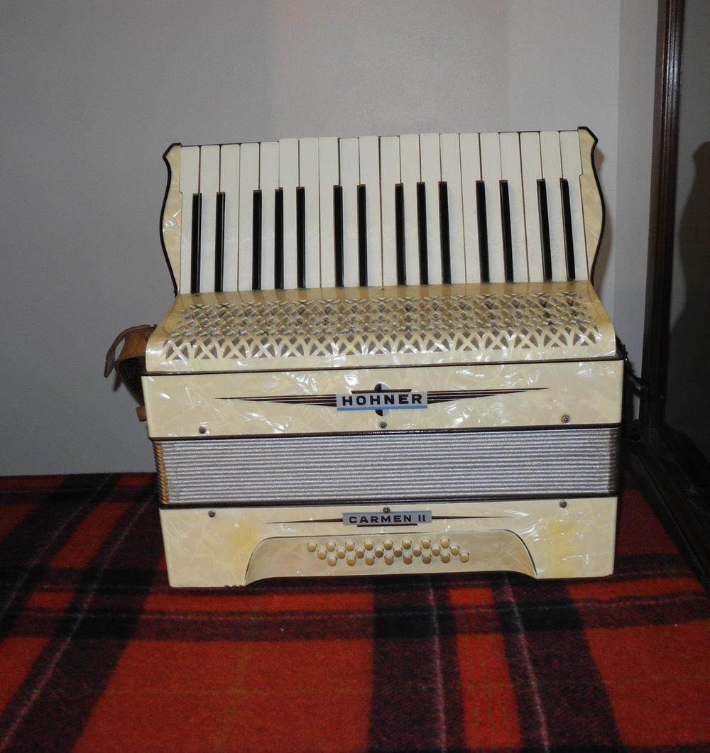 vintage hohner accordions jpg 1152x768