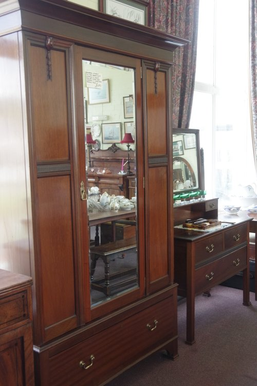 Edwardian Mahogany Two Piece Bedroom Suite