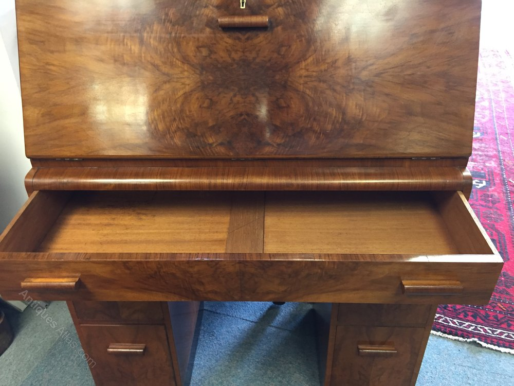 antiques atlas stylish walnut figured walnut art deco. Black Bedroom Furniture Sets. Home Design Ideas