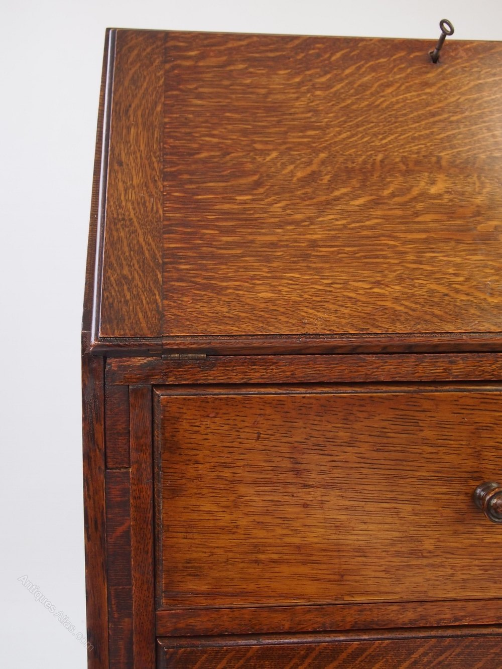 oak bureau of small proportions antiques atlas. Black Bedroom Furniture Sets. Home Design Ideas