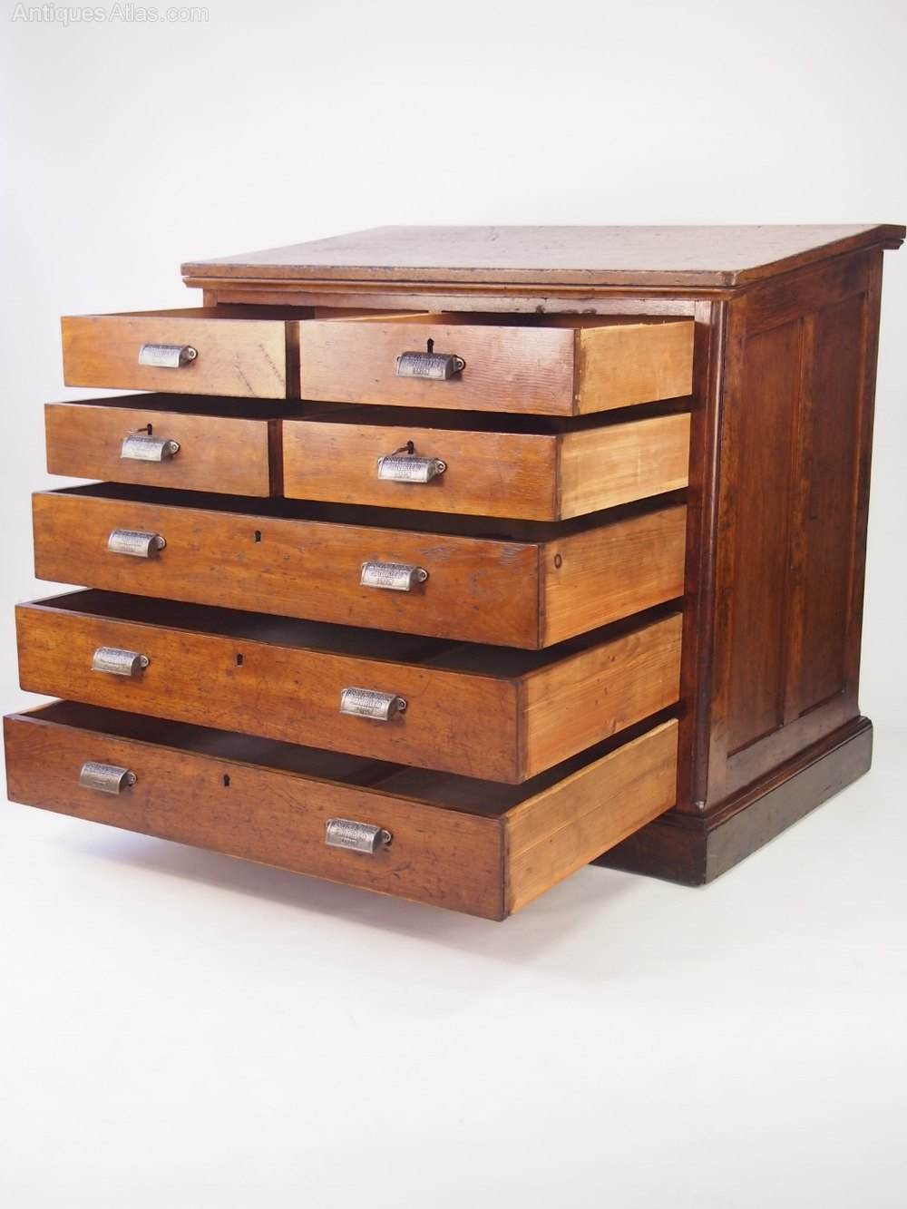 oak chest of drawers from st andrews sunday school antiques atlas. Black Bedroom Furniture Sets. Home Design Ideas