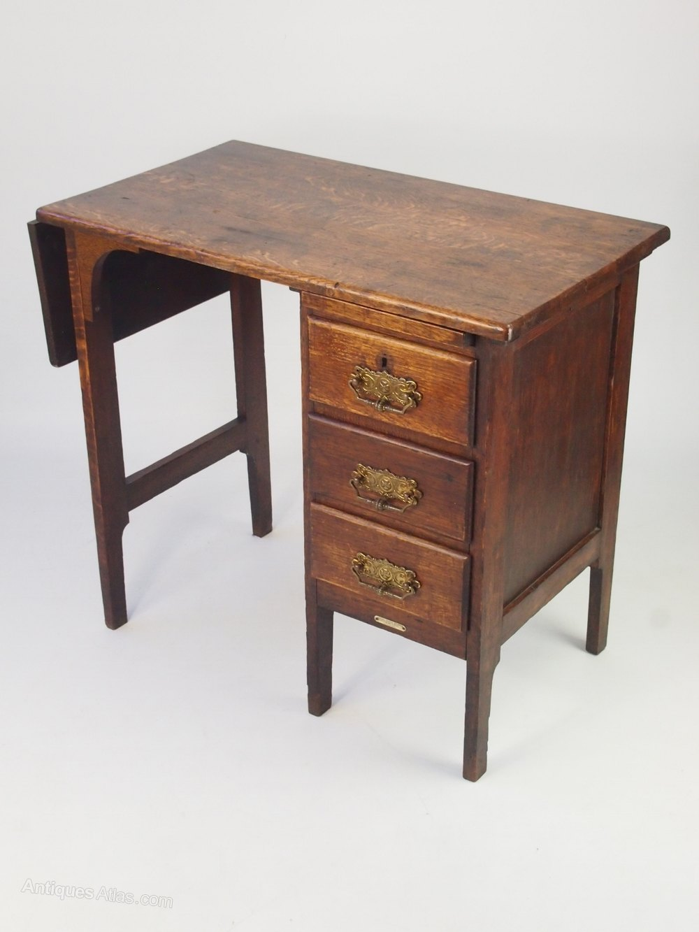 Small Early 20th Century Oak Desk With Label Antiques Atlas