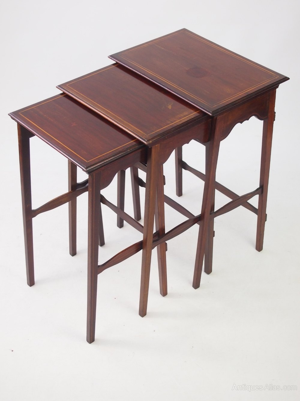 Small edwardian mahogany nest of tables antiques atlas for Small nest of tables