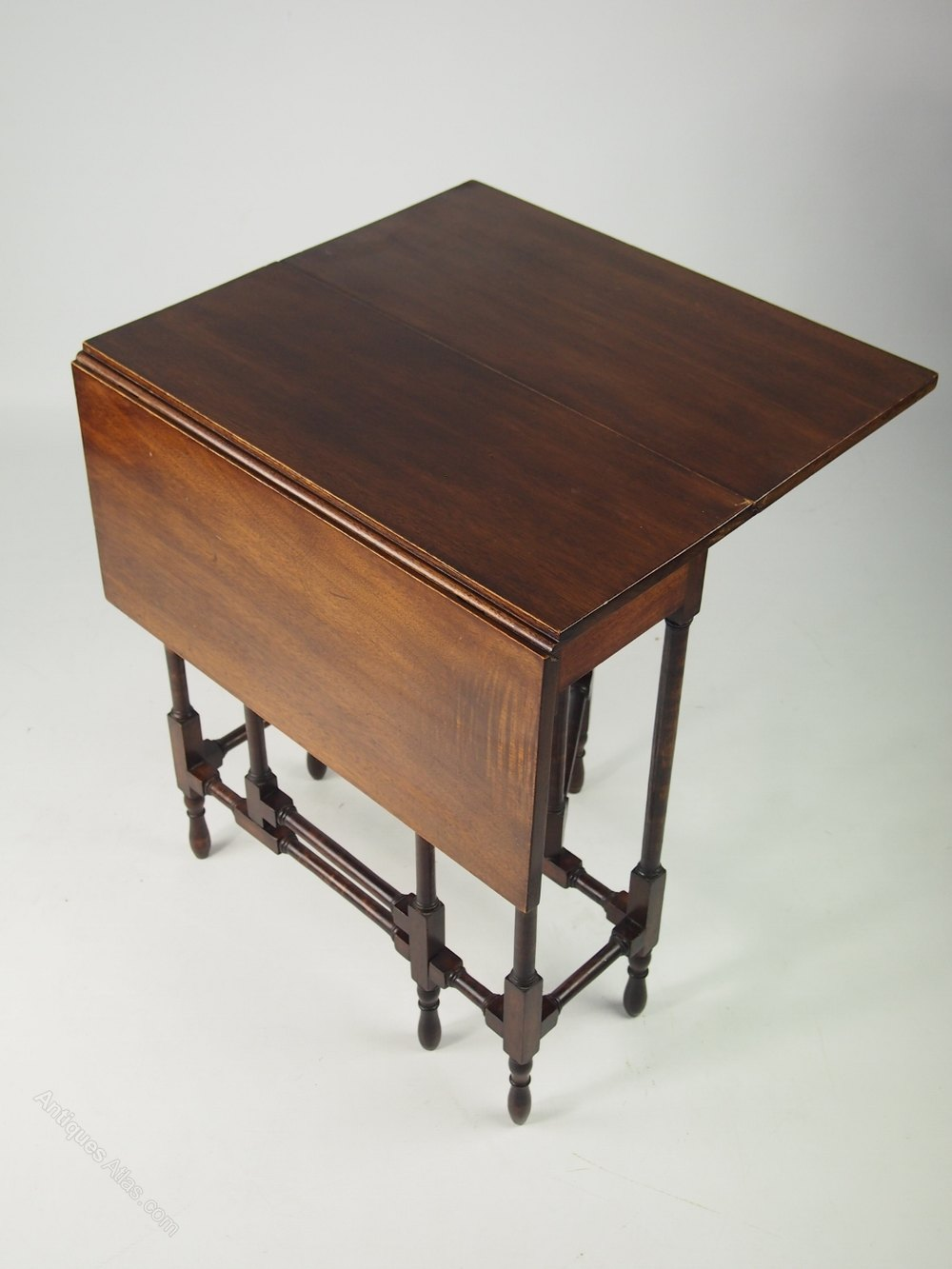 Small edwardian mahogany spider leg table antiques atlas for Short table legs