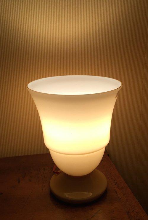 Antiques Atlas - Art Deco Vasque Upright Table Lamp Opaline