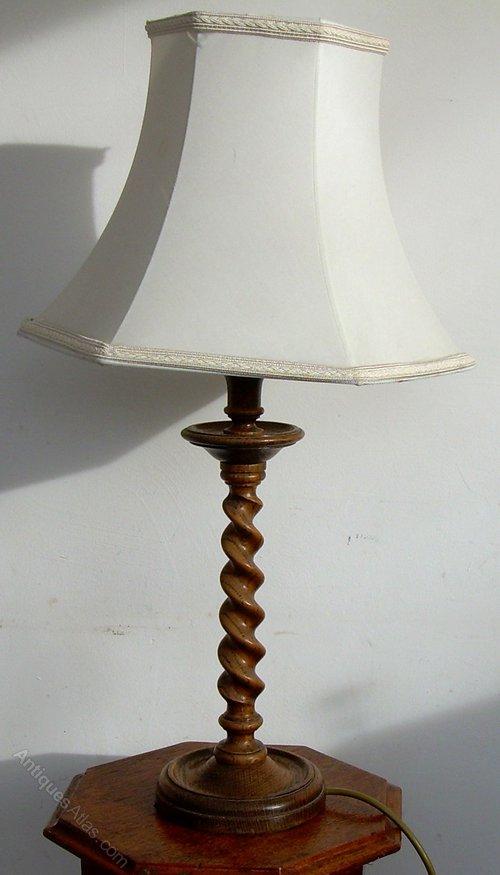 Antiques Atlas - An Oak 1930's Table Lamp