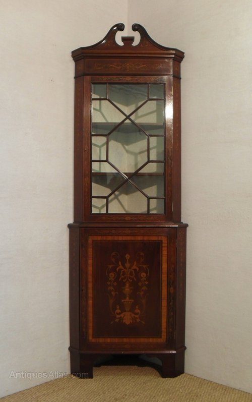 Corner display cabinet antiques atlas for Antique display cabinet