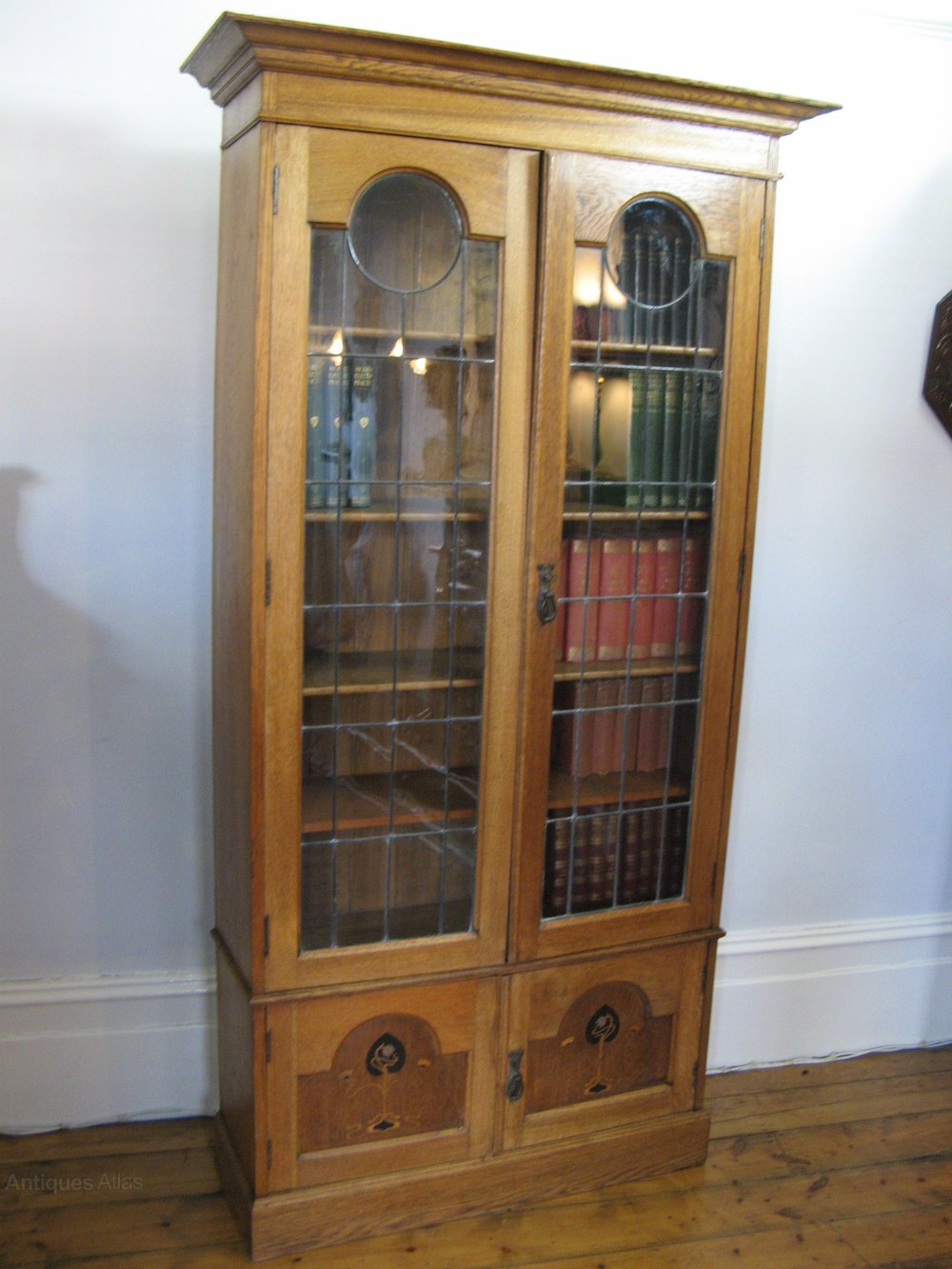 Inlaid arts and crafts bookcase in oak antiques atlas for Arts and crafts bookcase