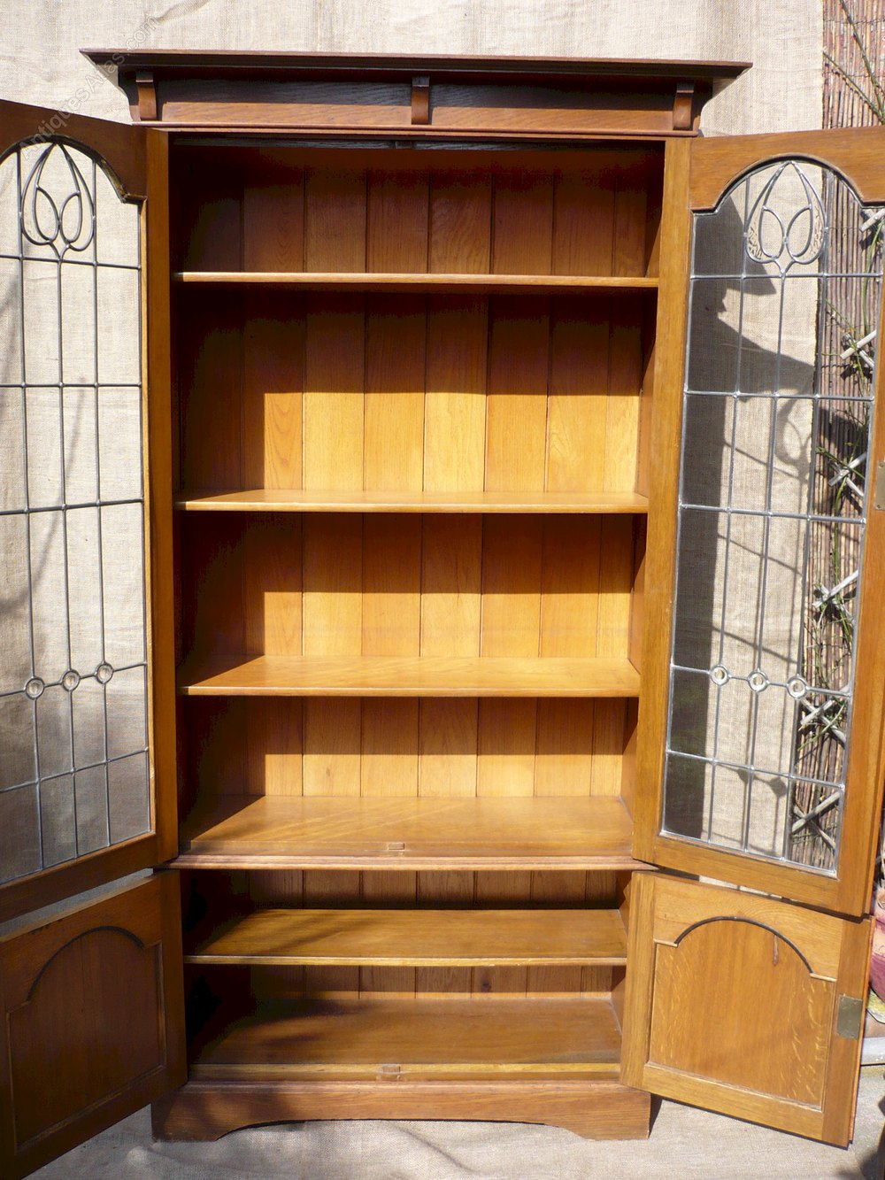 Arts and crafts bookcase with leaded glass doors for Arts and crafts bookcase