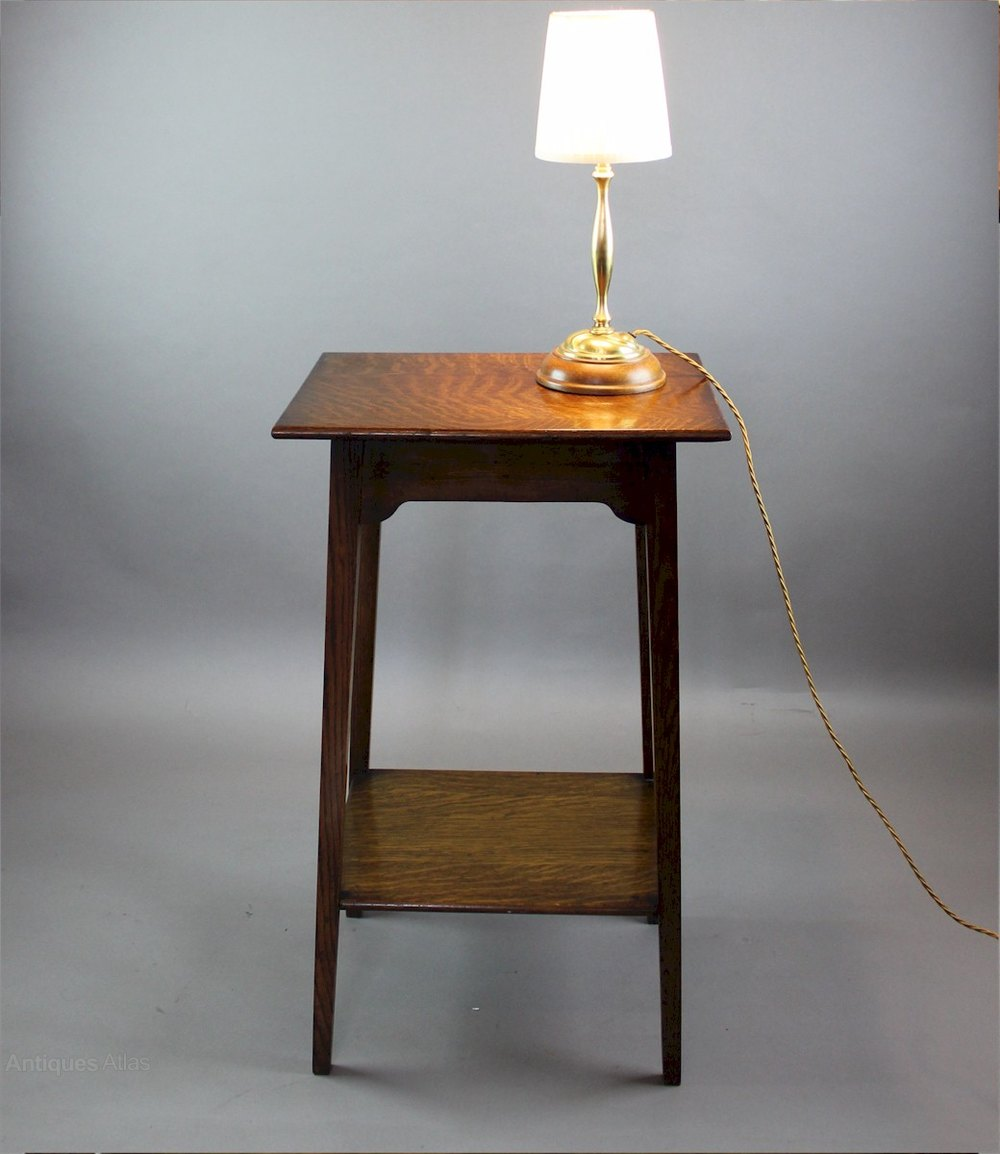 Oak side lamp table arts and crafts period antiques atlas for Oak lamp table 60cm high