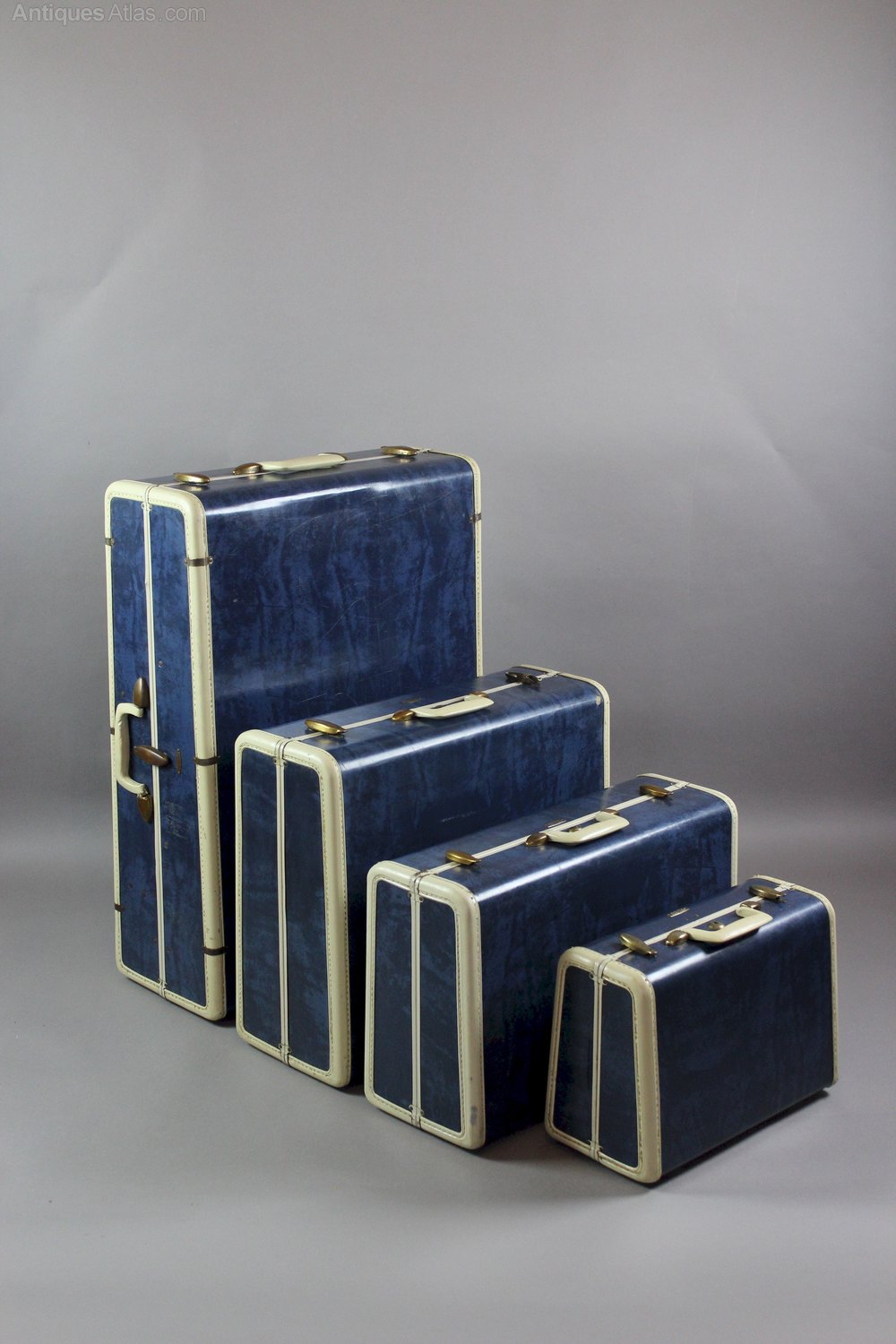 The Collector s Ultimate Guide to Luggage - Vintage Suitcases