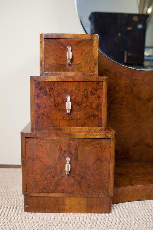 Art deco walnut dressing table antiques atlas for Walnut dressing table