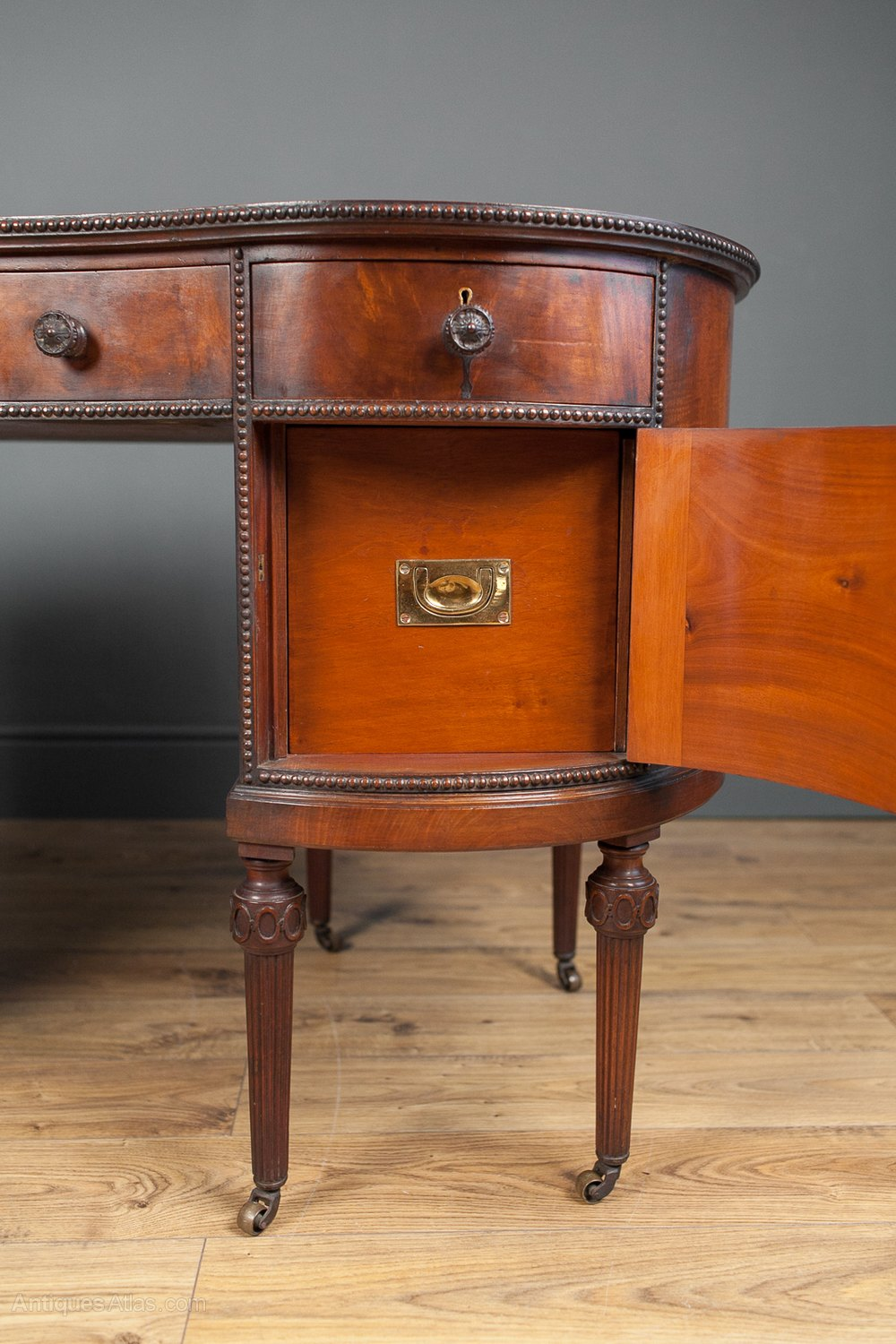 Mahogany kidney shaped desk antiques atlas for Kidney desk for sale