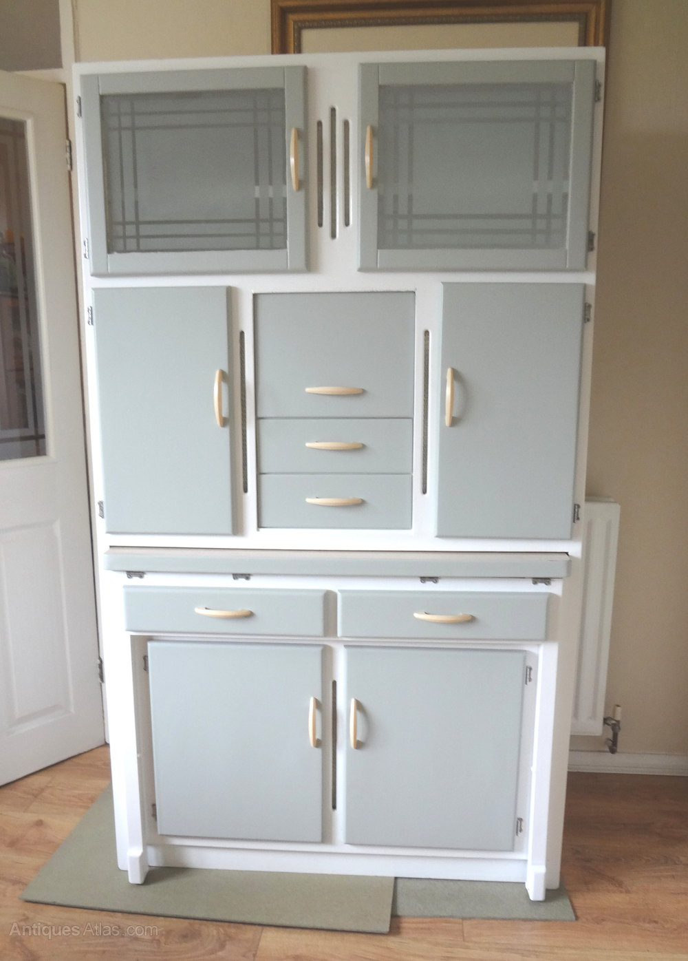 Antiques atlas kitchen larder cabinet 1950s for Vintage kitchen units uk