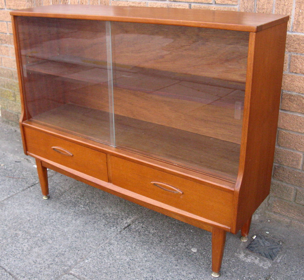 Antiques Atlas VINTAGE MODERNIST RETRO TEAK DISPLAY CAB : VINTAGEMODERNISTRETROTEAKDpd011a236z from www.antiques-atlas.com size 1000 x 922 jpeg 185kB