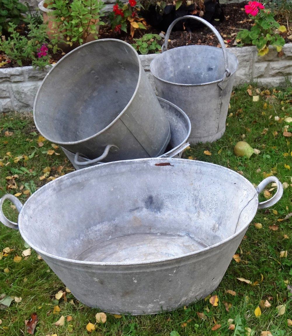 antiques atlas vintage galvanised tin baths buckets wash tubs. Black Bedroom Furniture Sets. Home Design Ideas