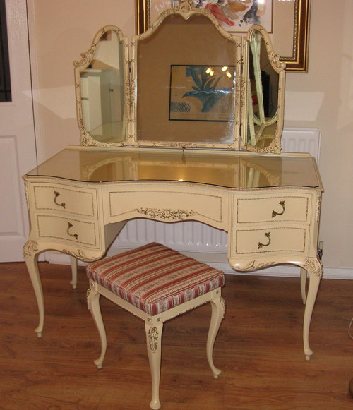 Antiques atlas louis dressing table stool for Retro dressing table