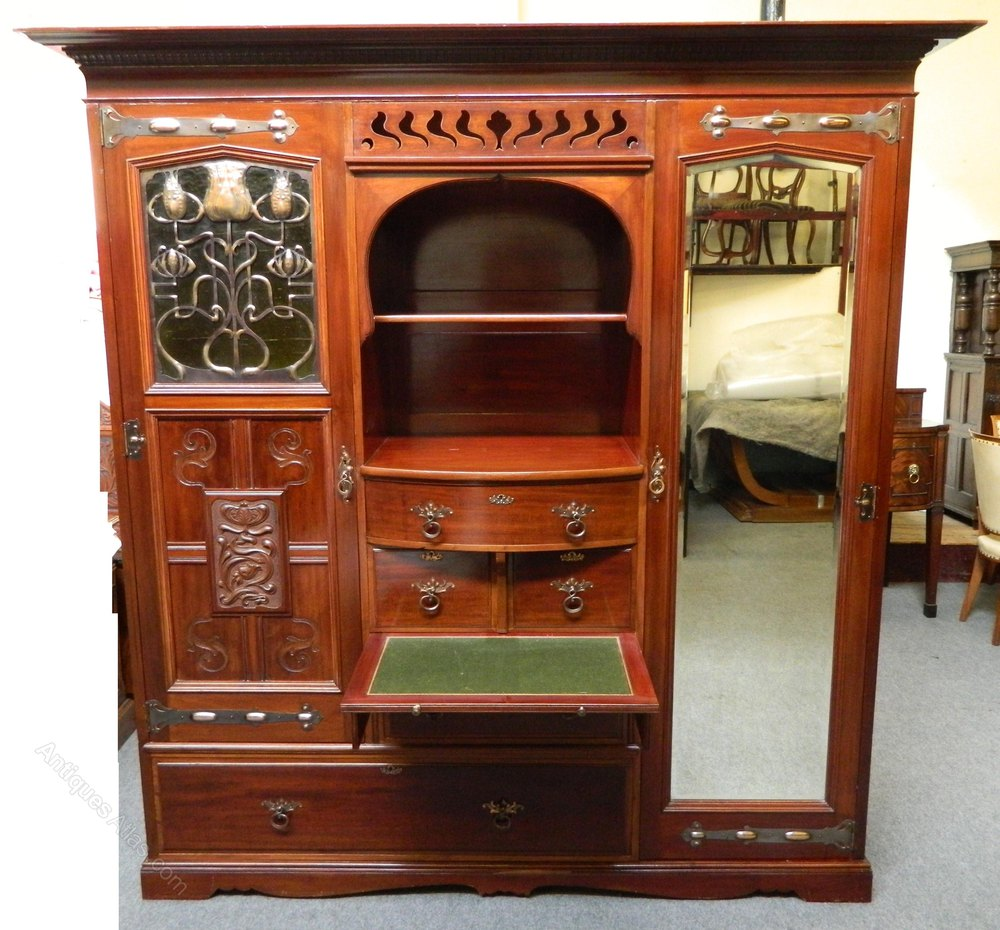 wonderful shapland petter mahogany bedroom suite comprising of a