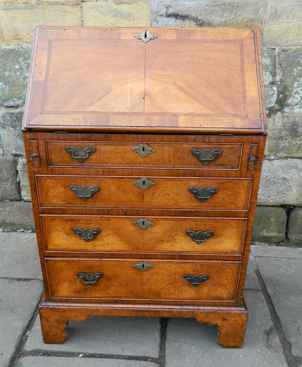 Small walnut bureau antiques atlas for Bureau antique