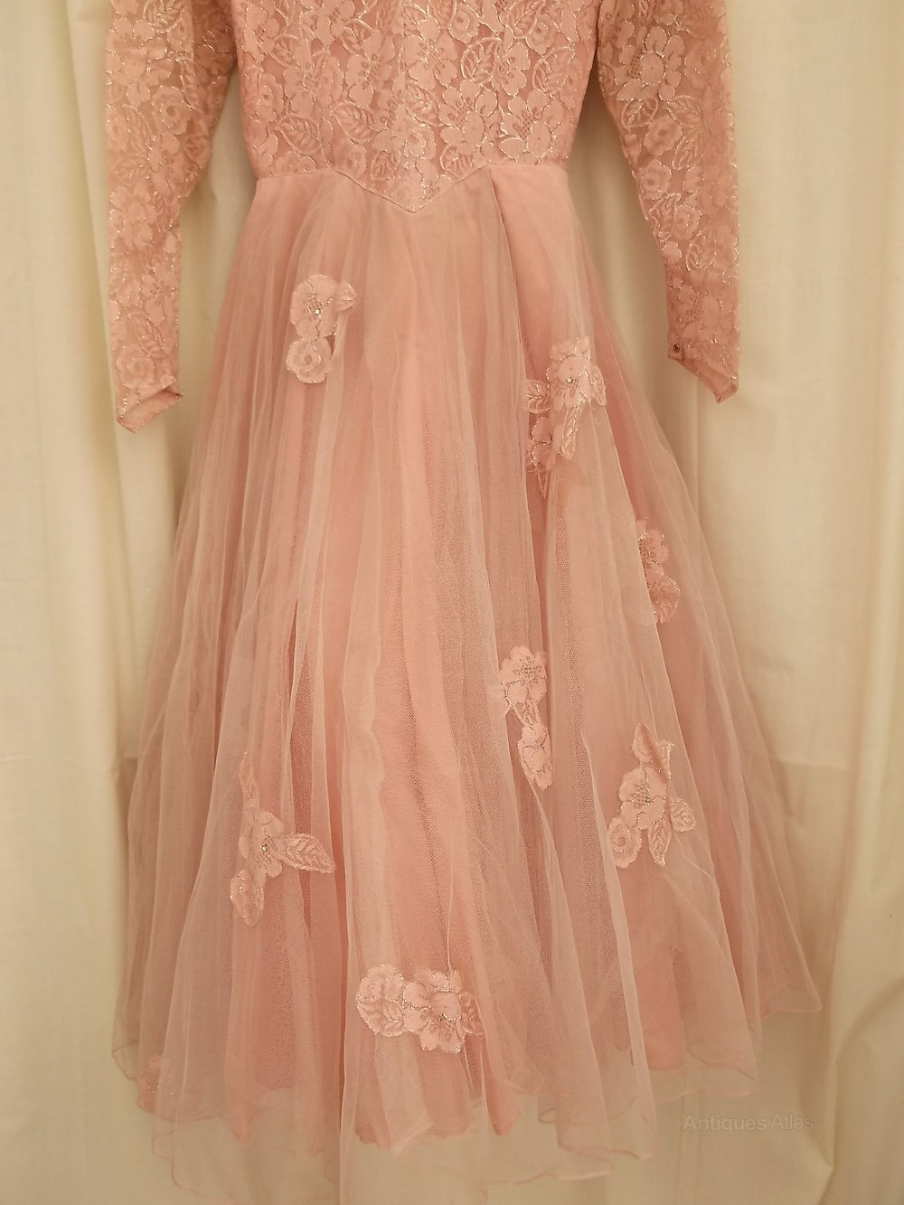 Antiques atlas 1950 39 s pink wedding dress veil for Wedding dress with veil
