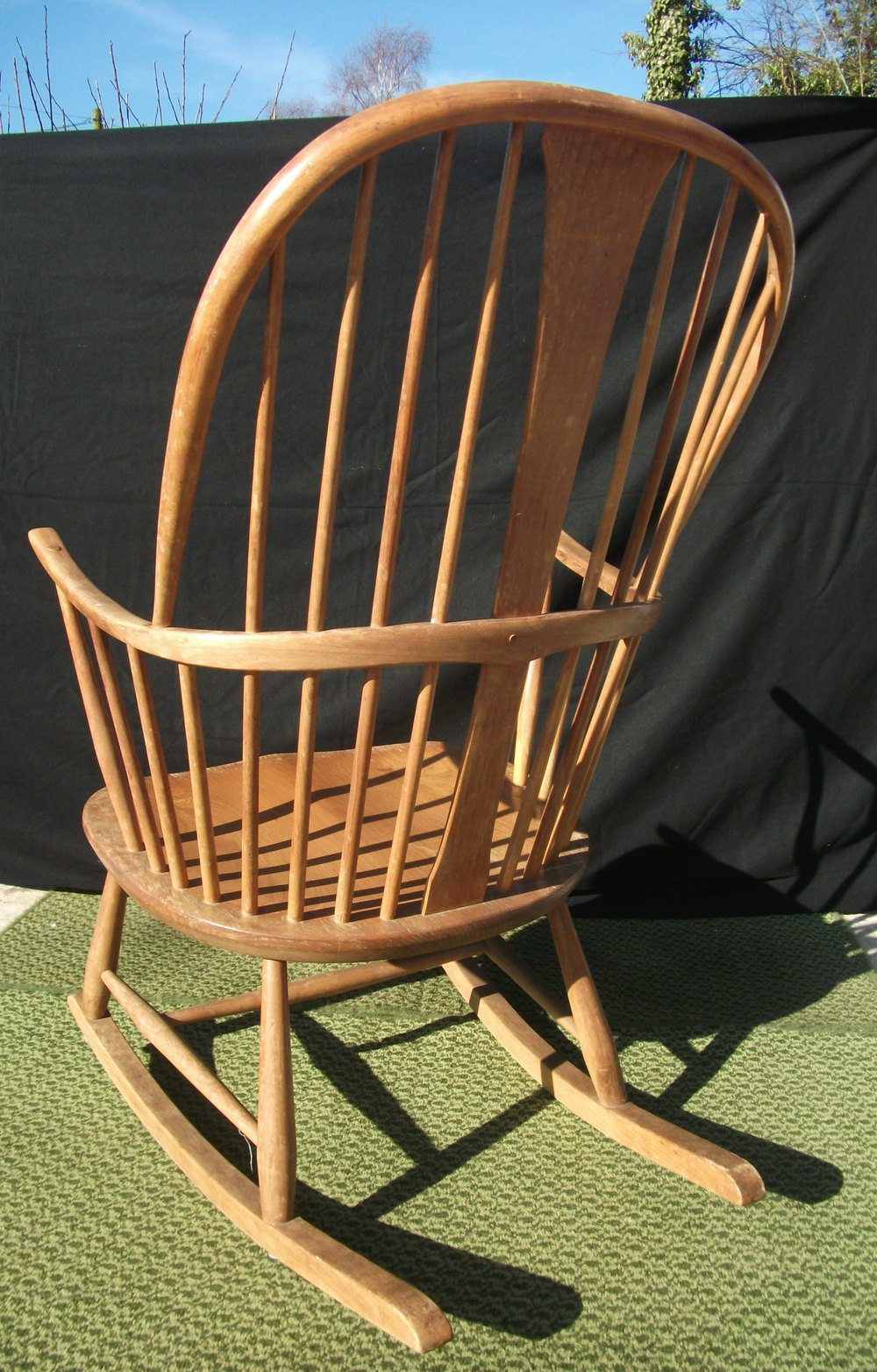 antiques atlas vintage ercol chairmakers rocking chair. Black Bedroom Furniture Sets. Home Design Ideas