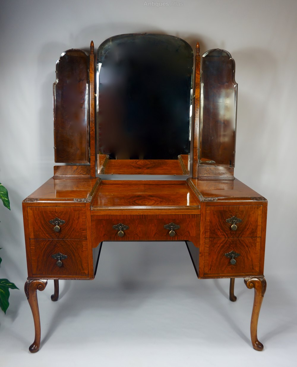C1920 burr walnut dressing table vanity antiques atlas for Walnut dressing table