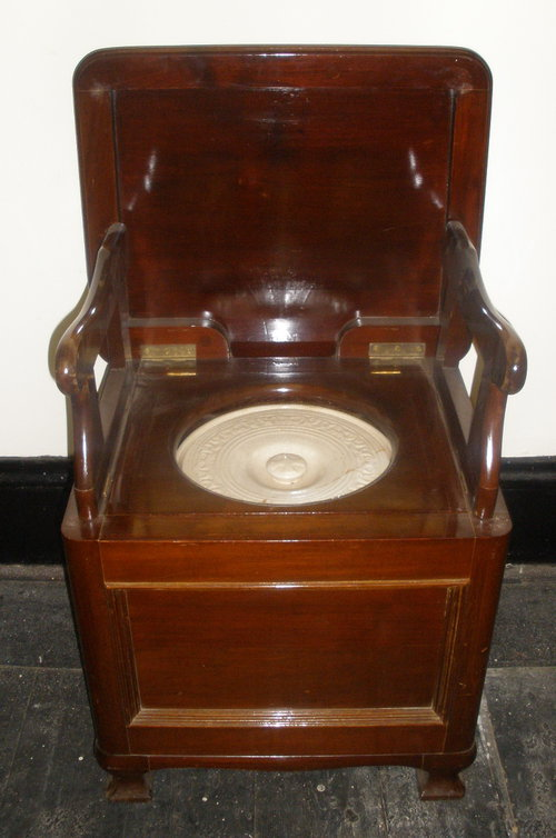 19TH CENTURY MAHOGANY COMMODE - Antiques Atlas
