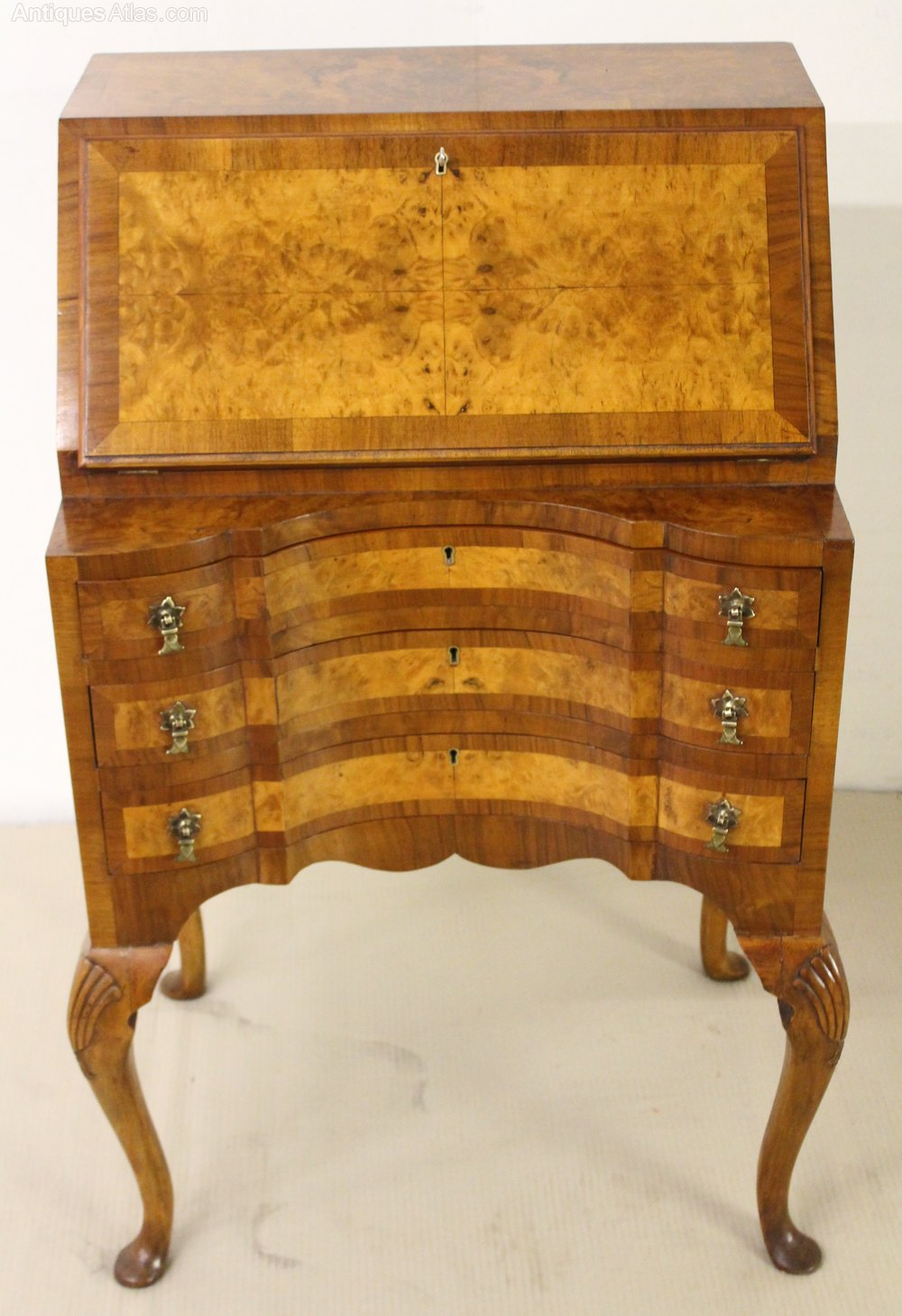 Queen anne style burr walnut bureau antiques atlas for Queen anne style