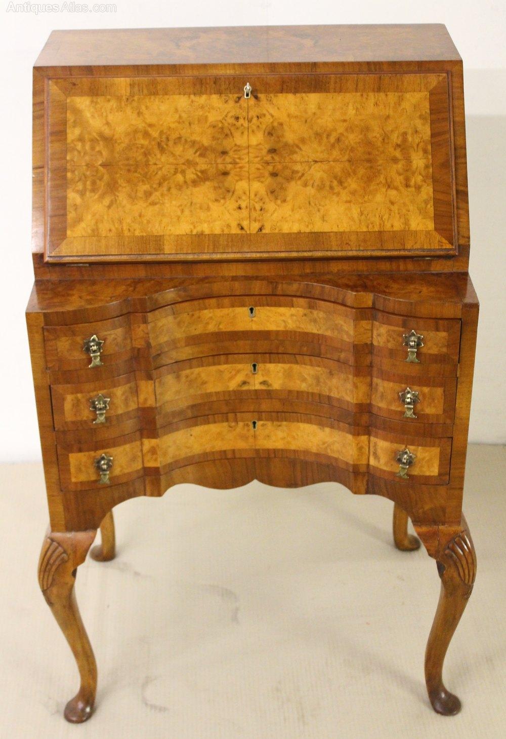 queen anne style burr walnut bureau antiques atlas. Black Bedroom Furniture Sets. Home Design Ideas
