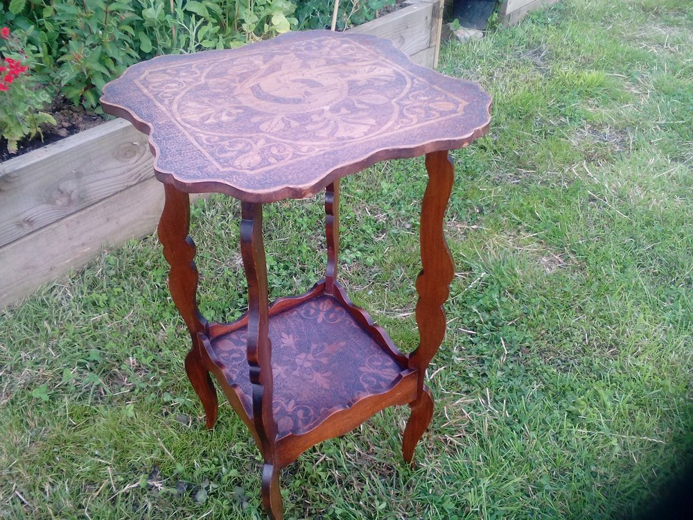 Small side or occasional table antiques atlas for Small occasional tables