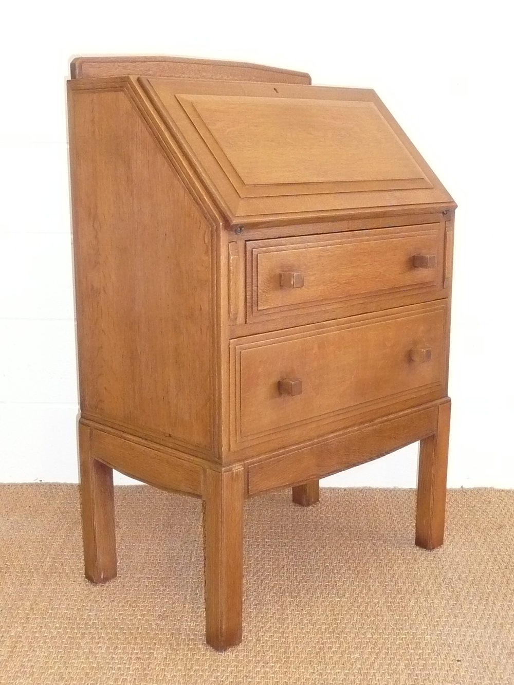 brynmawr arts crafts oak bureau antiques atlas. Black Bedroom Furniture Sets. Home Design Ideas