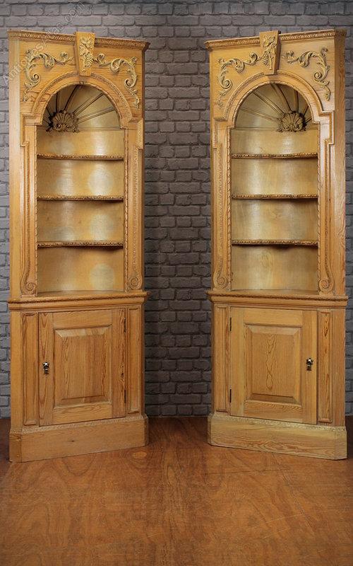 Pair corner niches antiques atlas