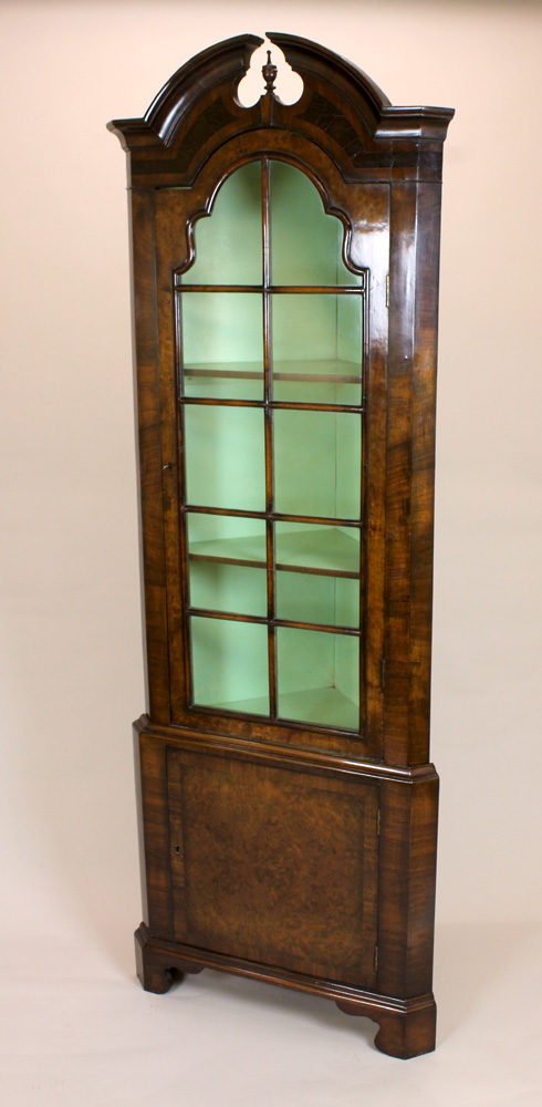 Queen Anne Style Walnut Corner Cabinet - Antiques Atlas