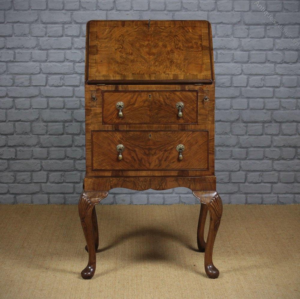 small queen anne style bureau antiques atlas. Black Bedroom Furniture Sets. Home Design Ideas