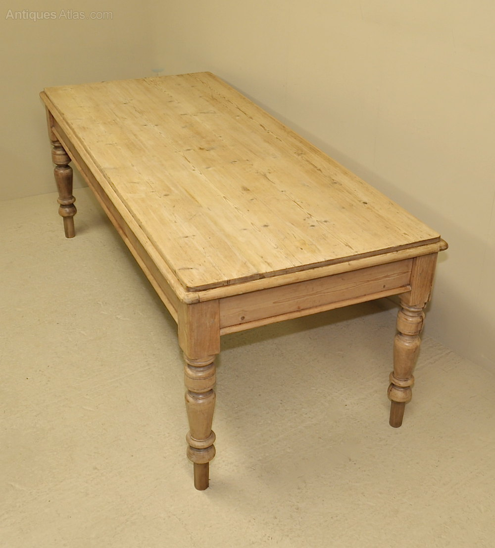 Large pine kitchen dining table antiques atlas for Large kitchen table