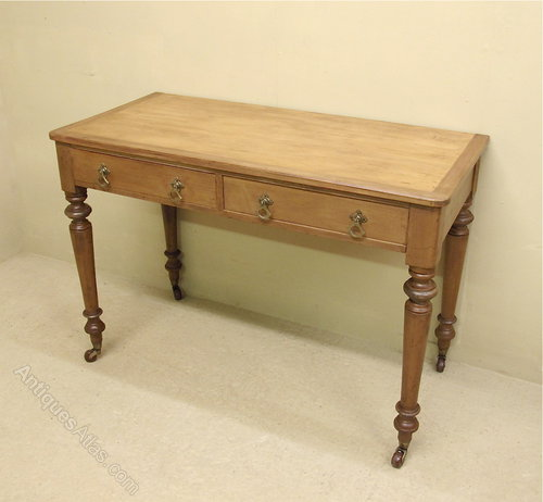 Victorian Pine Coffee Table: Victorian Pine Side Table