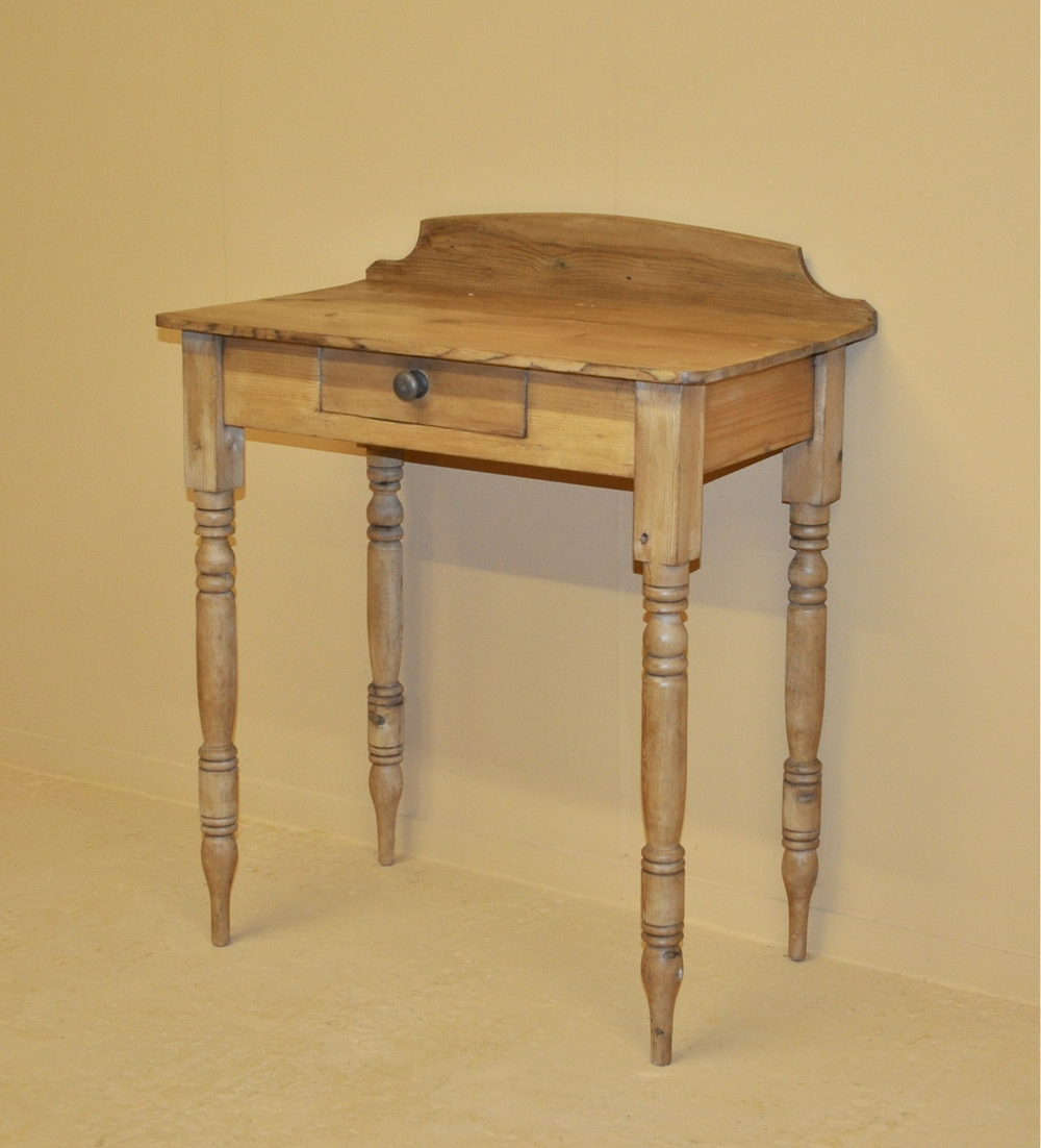 Small pine side table q3192 antiques atlas for Tiny side table