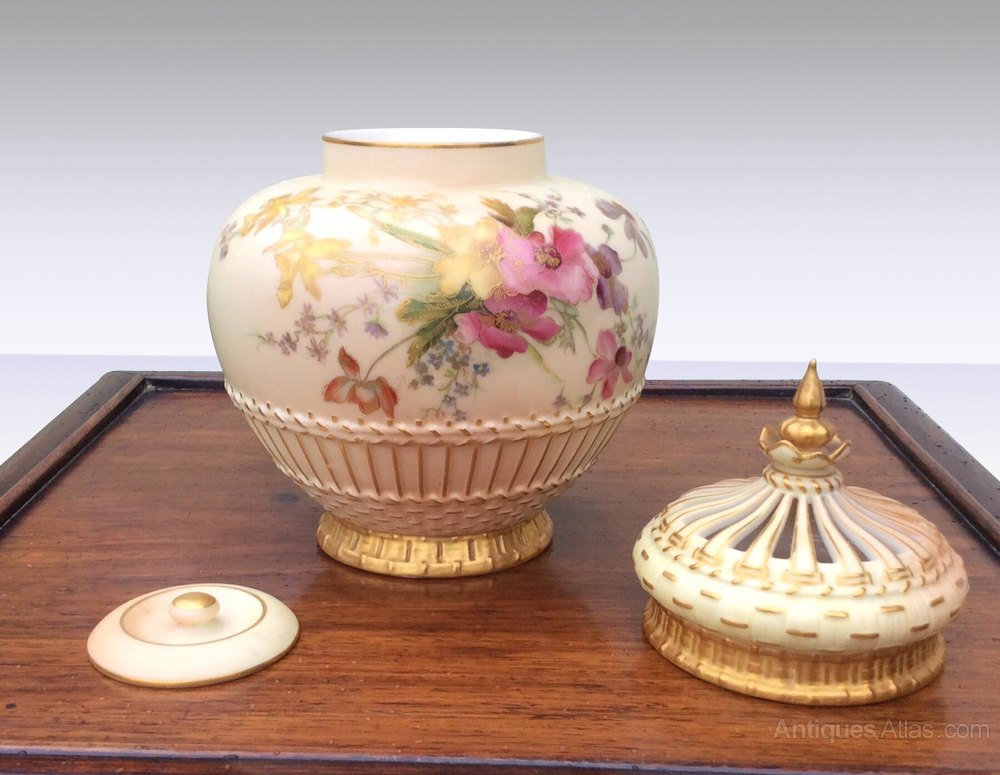 antiques atlas beautiful antique royal worcester pot pourri jar. Black Bedroom Furniture Sets. Home Design Ideas