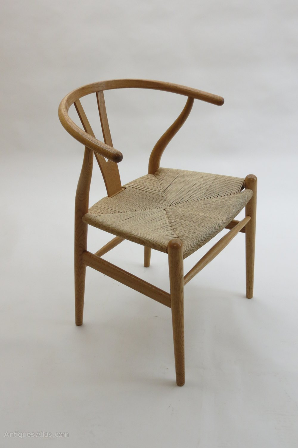 antiques atlas hans wegner wishbone chair in oak. Black Bedroom Furniture Sets. Home Design Ideas