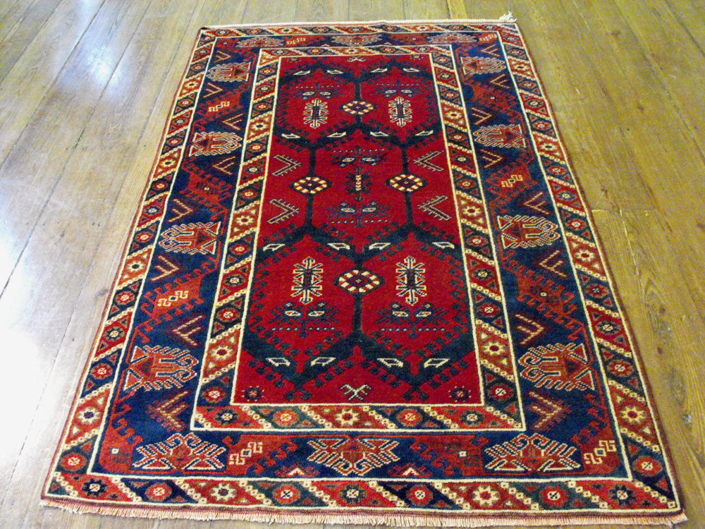 Antiques Atlas Turkish Dosemealti Rug 200cm X 124cm