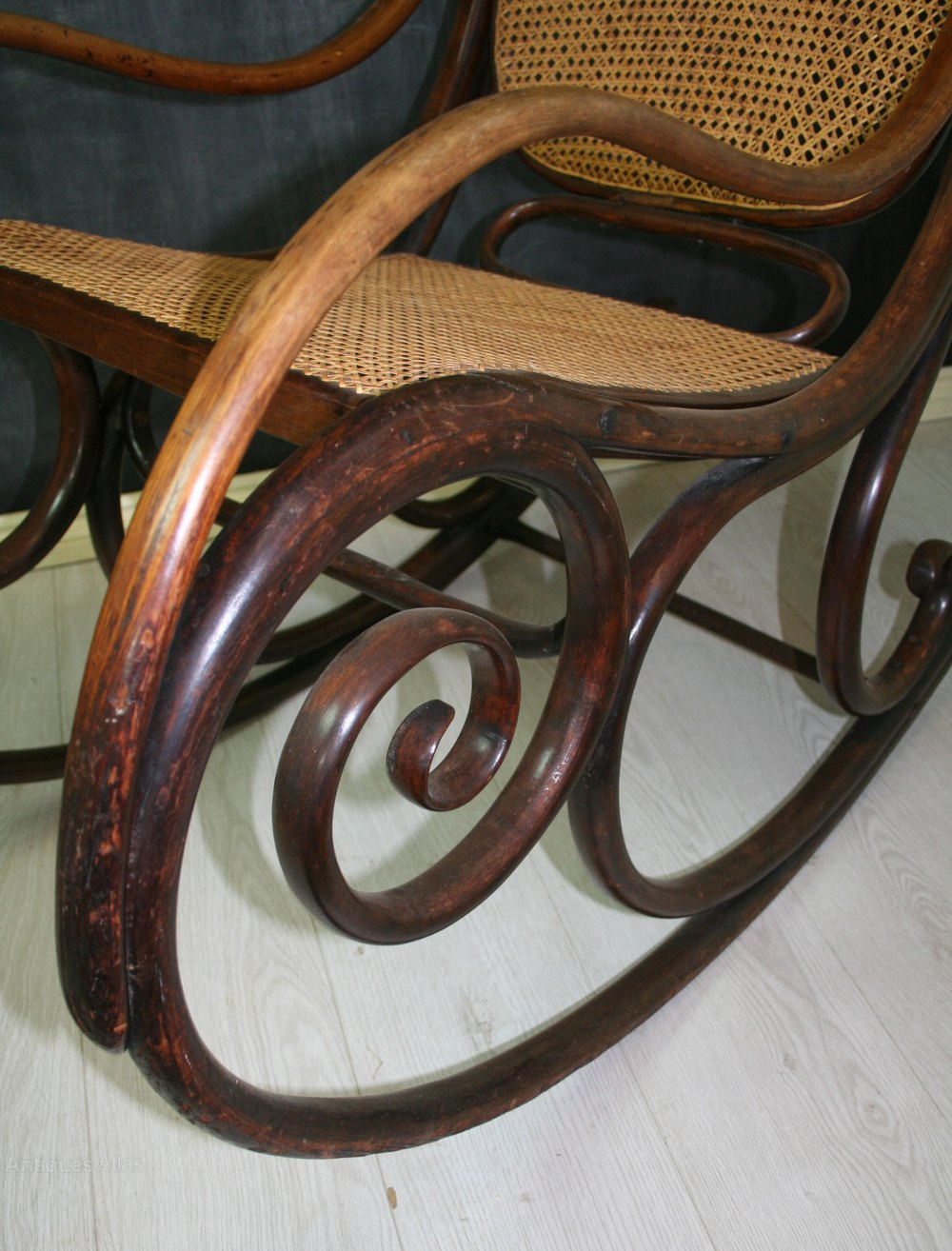 1 Antique Rocking Chairs Thonet Bentwood ...