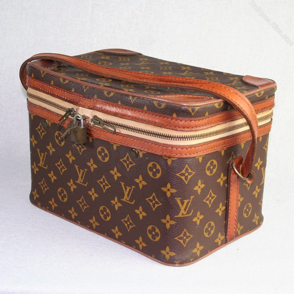 antiques atlas vintage louis vuitton vanity case. Black Bedroom Furniture Sets. Home Design Ideas