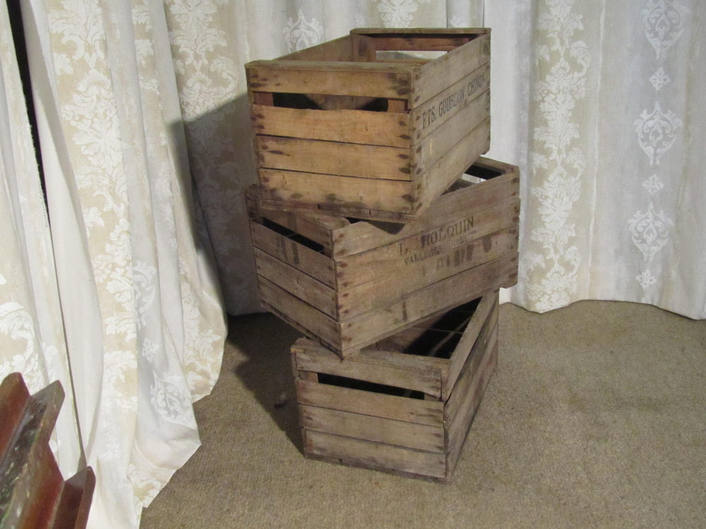 Antiques atlas 3 french wooden stamped apple boxes for How to make apple crates