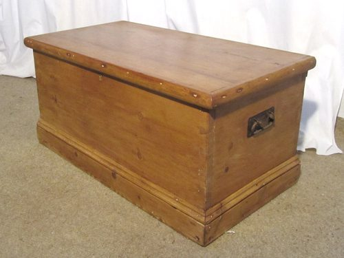 A Victorian Pine Blanket Box Or Coffee Table - Antiques Atlas