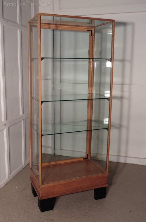 Art deco golden oak vitrine or tall shop display for Decoration vitrine