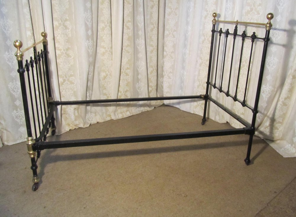 heavy victorian brass and iron large single bed. Black Bedroom Furniture Sets. Home Design Ideas