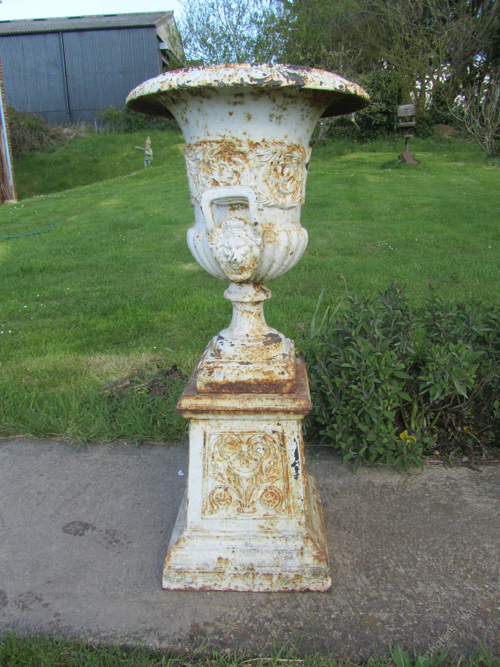 Antiques atlas pair large victorian cast iron urns for Garden planters