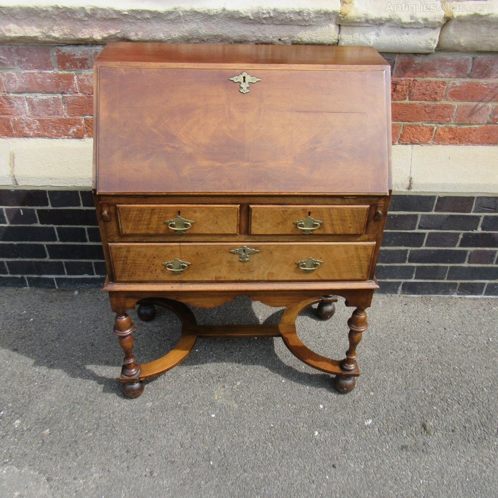 Antique queen anne style walnut bureau antiques atlas for Bureau antique