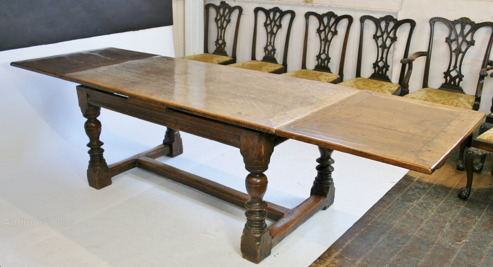 Early 20c good quality solid oak 17c style draw leaf for Good quality dining tables