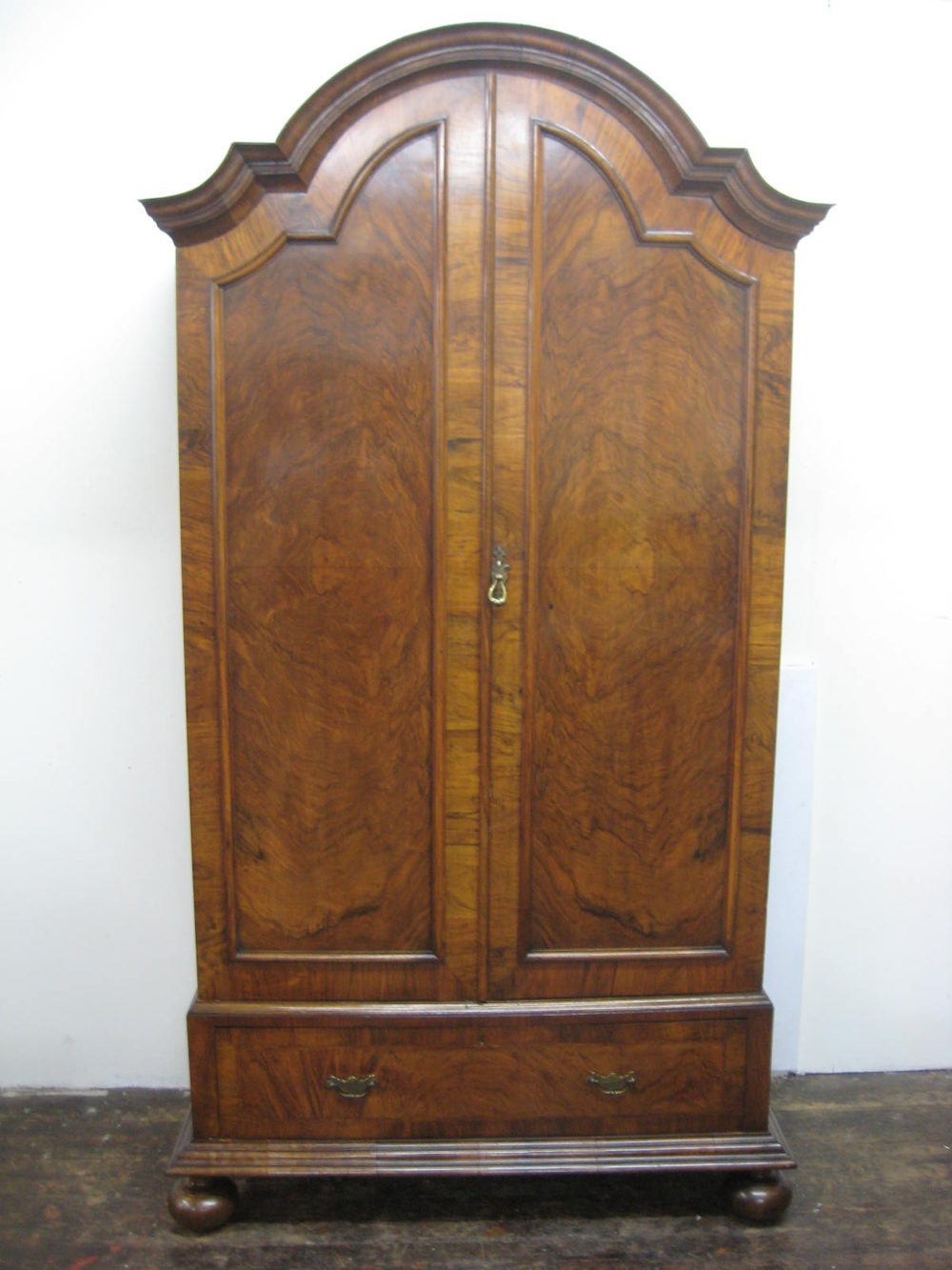 Queen anne style wardrobe antiques atlas for Queen anne style